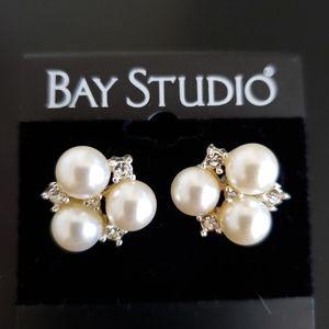 💕Faux Pearl &Crystal Bay Studio Earings